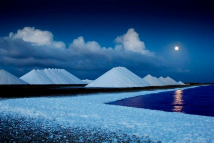 Moonrise on salt mounds.